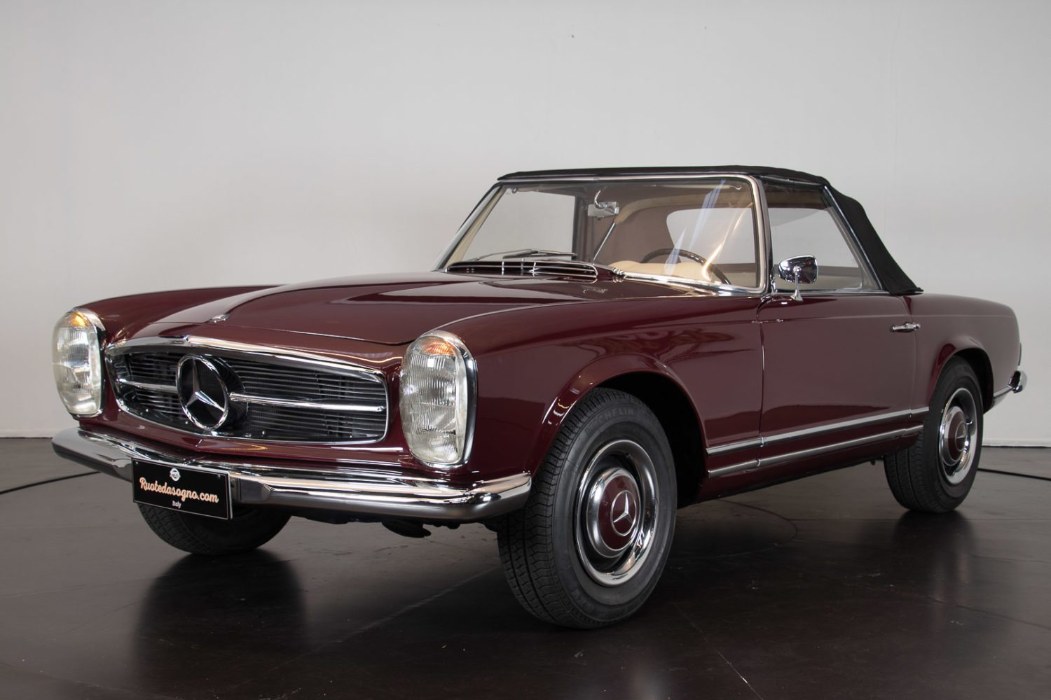 mercedes 230 sl pagode classic racing annonces. Black Bedroom Furniture Sets. Home Design Ideas